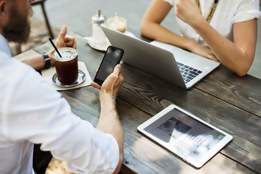 Dating Subordinates | Risks and Tips
